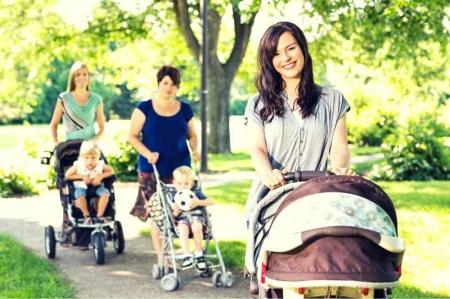 Из роддома в детский сад! Или почему лучше покупать именно универсальную детскую коляску?